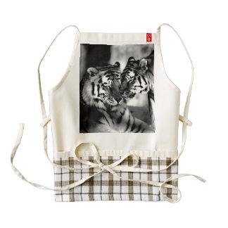 Fauna, tigre asombroso delantal zazzle HEART