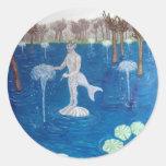 Fauno en un bosque de la fuente pegatinas redondas