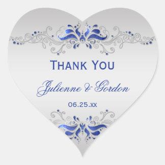 Favor azul y de plata adornado del boda del pegatina en forma de corazón