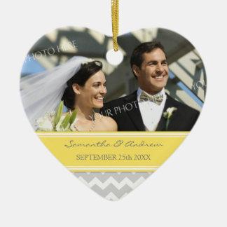 Favor Chevron amarillo gris del ornamento del boda Ornamentos De Navidad