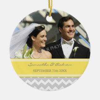 Favor Chevron amarillo gris del ornamento del boda Adornos De Navidad