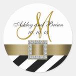 Favor del boda de la inicial de la cinta del oro d pegatinas redondas