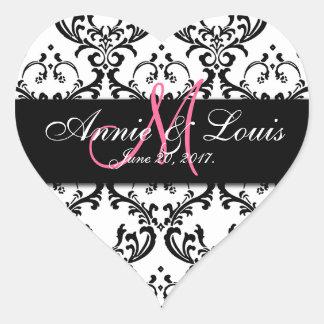 Favor negro del boda de la inicial del rosa del colcomanias corazon