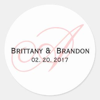 Favor rosado del boda del monograma de la etiqueta redonda
