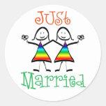 Favores lesbianos del boda etiqueta redonda