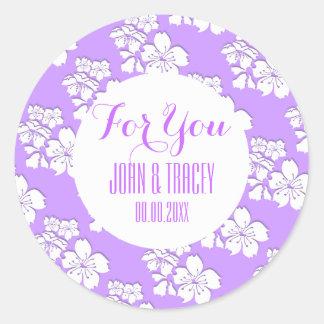 Favores púrpuras del boda de la flor de cerezo pegatina redonda