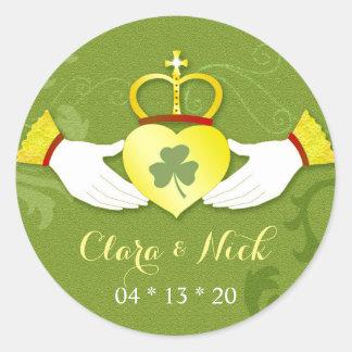 Favores verdes irlandeses del boda del oro n de la pegatina redonda