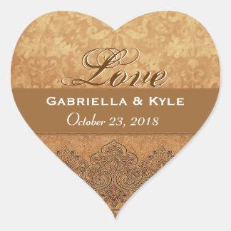 Fecha de novia y del novio del amor del oro pegatina de corazón