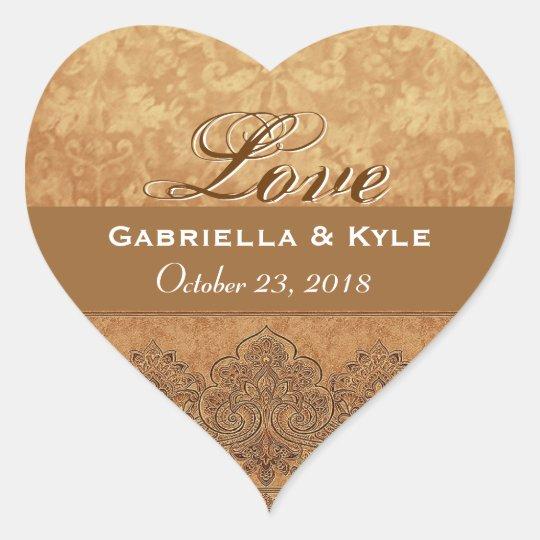 Fecha de novia y del novio del amor del oro pegatina en forma de corazón