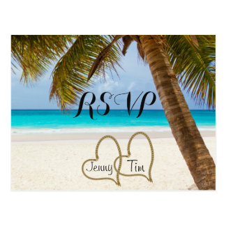 Fecha nupcial de la resaca de la arena de la palma tarjetas postales