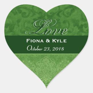 Fecha verde de novia y del novio del amor calcomanía corazón personalizadas