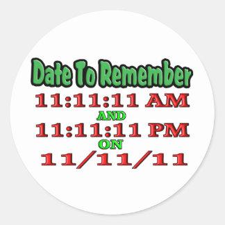 Feche para recordar 11-11-11 pegatina redonda