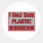 Fecho solamente a cirujanos plásticos etiqueta redonda