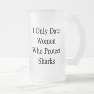 Fecho solamente a las mujeres que protegen tiburon taza cristal mate