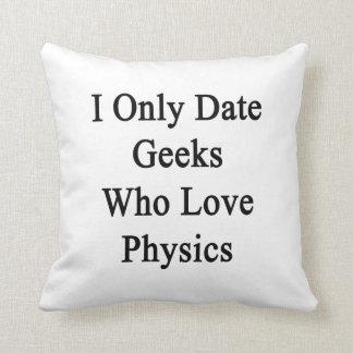 Fecho solamente a los frikis que aman la física cojines