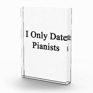 Fecho solamente a pianistas