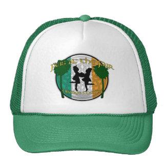 Feis en el gorra justo
