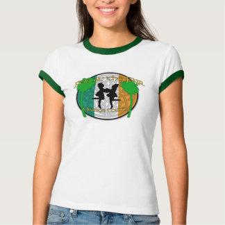 Feis en la camiseta del campanero de las mujeres