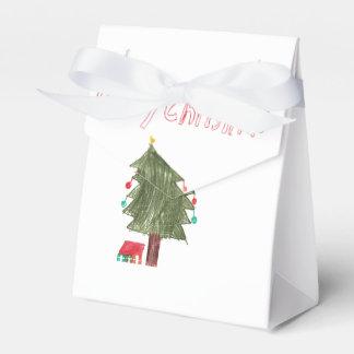 Felices árbol de navidad y presentes cajas para regalos