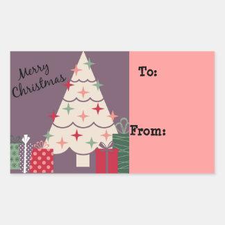 Felices árbol de navidad y presentes en colores pegatina rectangular