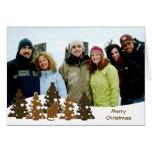 Felices árboles de navidad y gatito felicitación