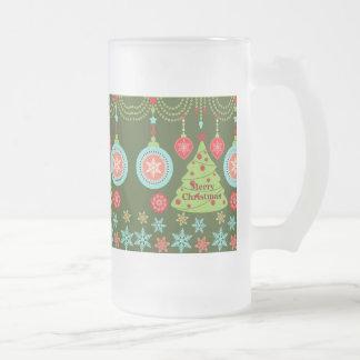 Felices copos de nieve del árbol de navidad del jarra de cerveza esmerilada