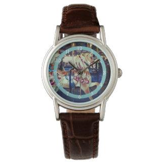 Felices en colores pastel del vintage van foto del reloj de mano