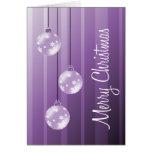 Felices Navidad púrpuras de las bolas y de las ray Tarjetón