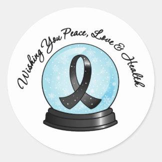 Felices Navidad Snowglobe de la cinta del melanoma Pegatina