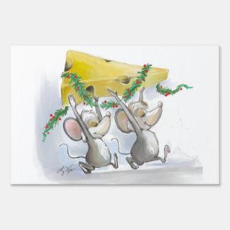 Felices ratones Mic y muestra de la yarda del mac