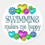 Felicidad de la natación pegatina redonda