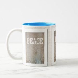 Felicidad del amor de la paz taza de dos tonos