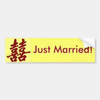 ¡Felicidad doble, apenas casada! Pegatina De Parachoque