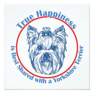 """Felicidad verdadera con un Yorkshire Terrier Invitación 5.25"""" X 5.25"""""""