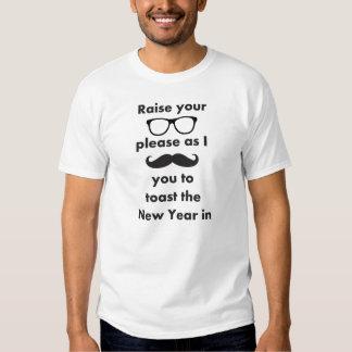 FELIZ AÑO NUEVO de los vidrios del bigote/del Playeras