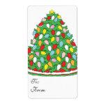 Feliz árbol de navidad con las luces multicoloras  etiqueta de envío