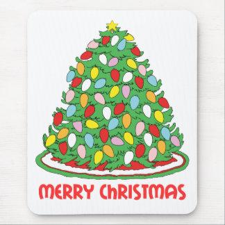 Feliz árbol de navidad con las luces multicoloras  tapetes de raton