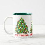 Feliz árbol de navidad con las luces multicoloras  taza