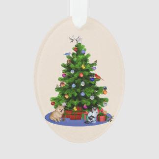 Feliz árbol de navidad con los pájaros, gato, perr