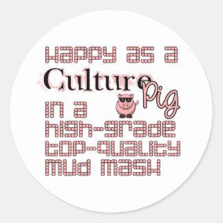 Feliz como cerdo de la cultura etiquetas redondas