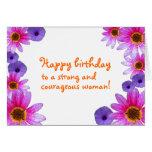 Feliz cumpleaños a una mujer fuerte y valerosa tarjeta de felicitación