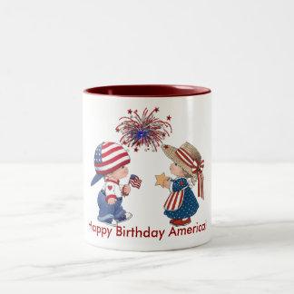 Feliz cumpleaños América del vintage Taza De Dos Tonos