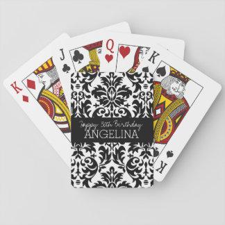 Feliz cumpleaños con damasco blanco y negro de baraja de cartas