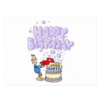 Feliz cumpleaños con las velas de la torta de tarjetas postales