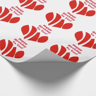 Feliz cumpleaños, corazones rojos, abrigo de papel de regalo