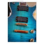 Feliz cumpleaños - cuerpo azul de la guitarra tarjetas