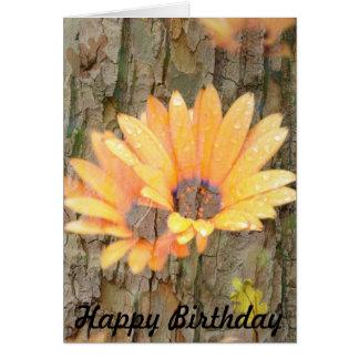 Feliz cumpleaños de la corteza amarilla de la flor tarjeta
