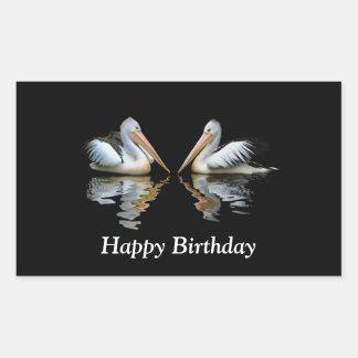 Feliz cumpleaños de los pelícanos de la reflexión pegatina rectangular
