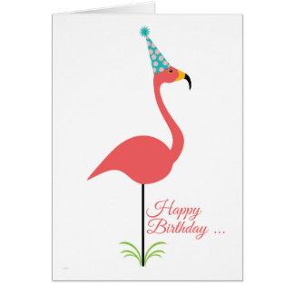 Feliz cumpleaños del flamenco rosado del césped a tarjeta de felicitación
