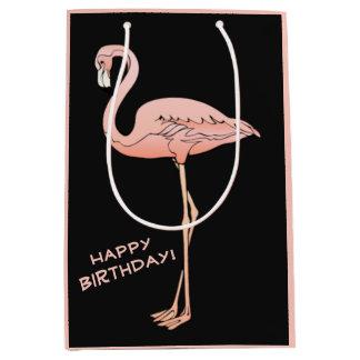 Feliz cumpleaños del flamenco rosado tropical bolsa de regalo mediana